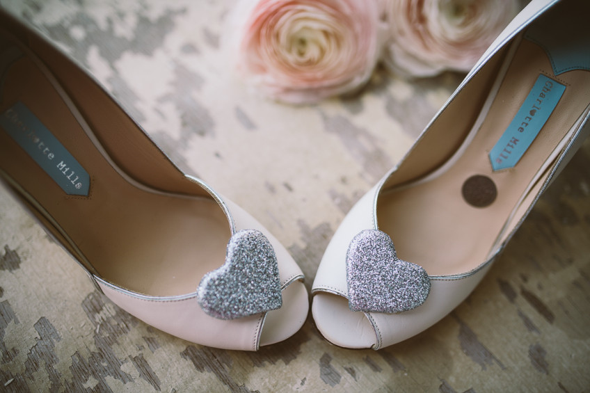 A penny in the bride's shoes for wealth