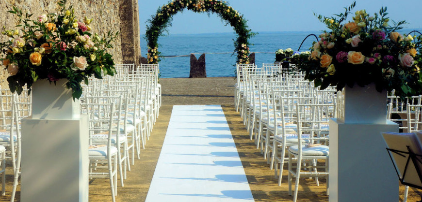 A wedding setting on Lake Garda, Italy; source isoladelgarda.com
