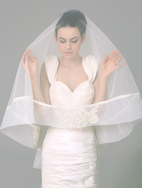 An Italian bride should wear a veil and rip it after the ceremony for good luck.