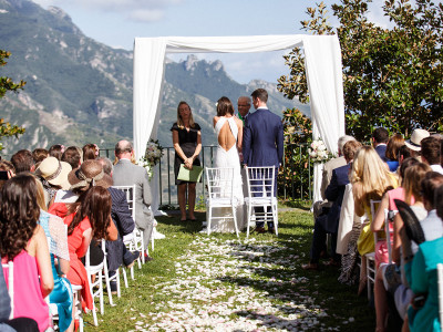 Picture of an outdoor wedding
