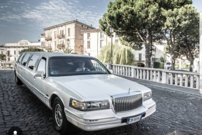 picture of a limousine of Stefano's car rental